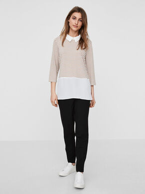 FEMININE 3/4 SLEEVED TOP