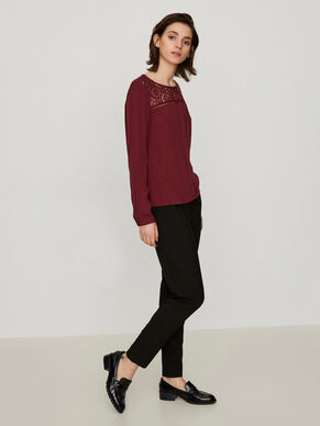 EMBROIDERED LONG SLEEVED TOP