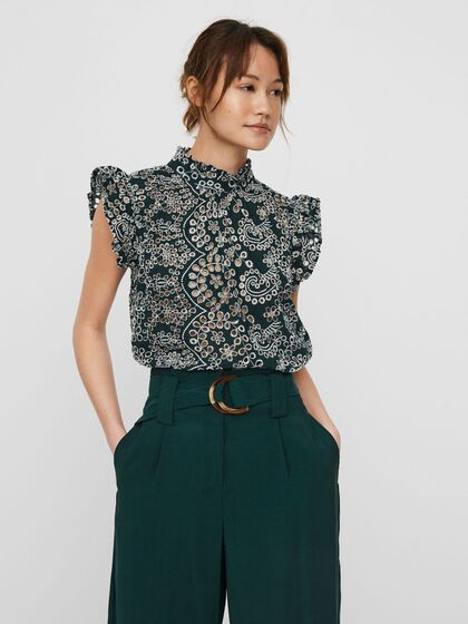 EMBROIDERY SHORT SLEEVED TOP
