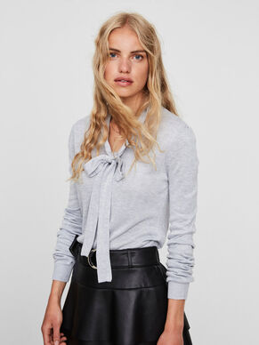 FEMININE KNITTED TOP